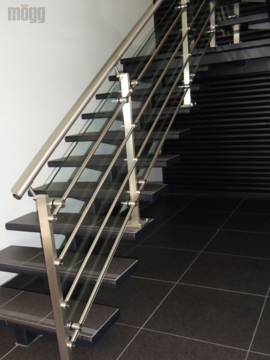 ZeTera Bar stainless steel railing on stairs with glass
